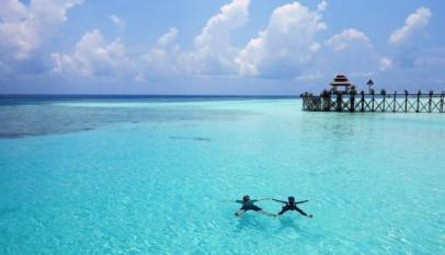 Pantai pulau derawan