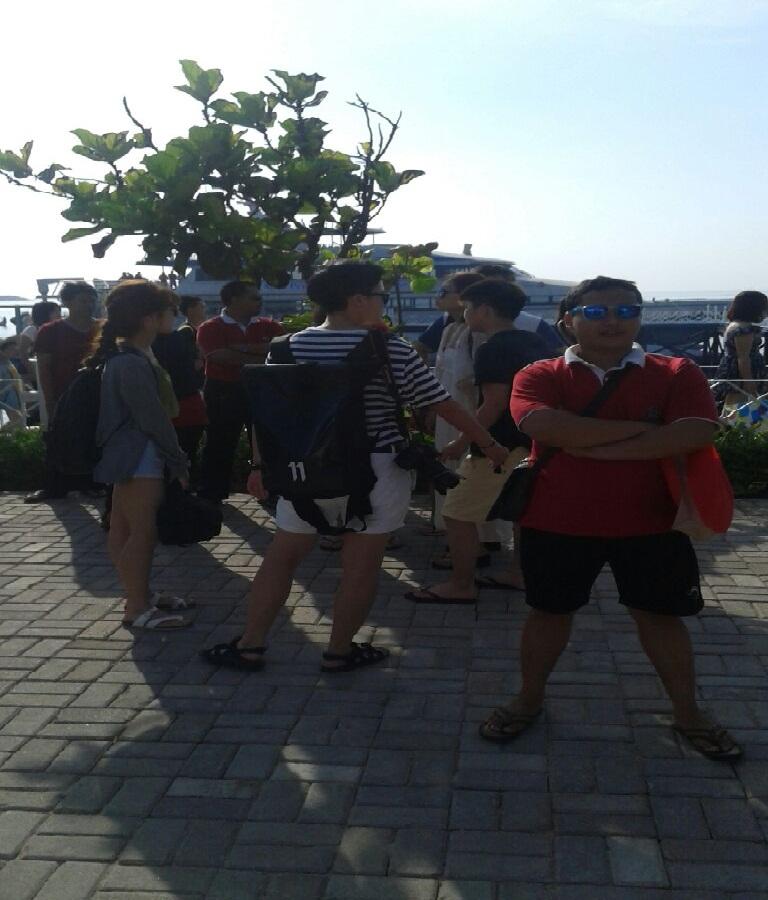 Teman perjalanan Mirshod al Faroeq di Dermaga Tanjung benoa
