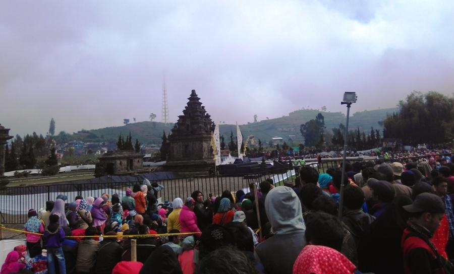 Prosesi Pemotongan Rambut Gembel di Dieng Culture Festival